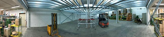 Teil der nahezu vollständig leergeräumten Etage 2. Oben im Bild ist das Metallgerüst zu sehen, welches künftig der Boden der Etage 3 sein wird.
